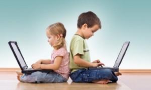 crianças no computador