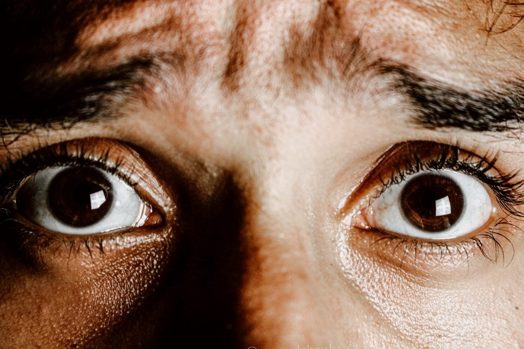 brown eyes of scared young person fobia social no psico.online