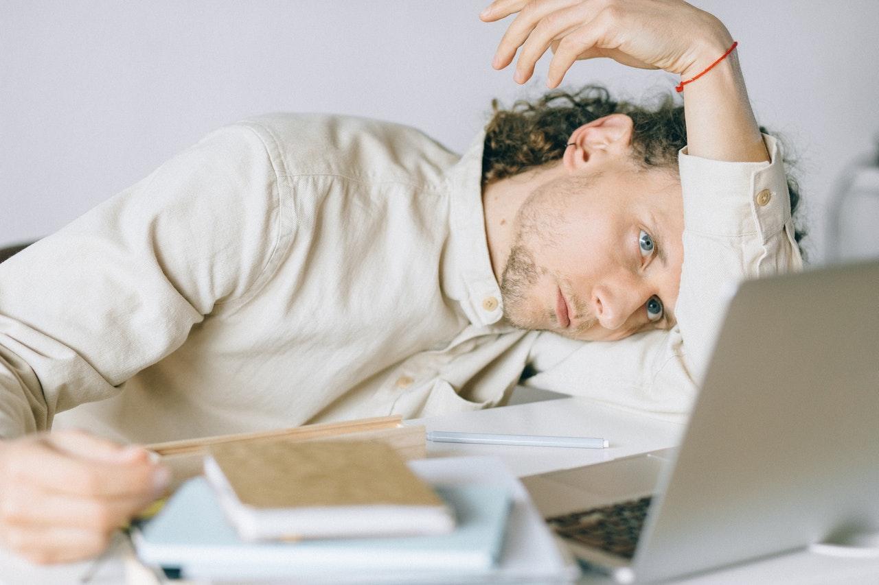 Síndrome Burnout, stress e depressão. Confira as principais diferenças.